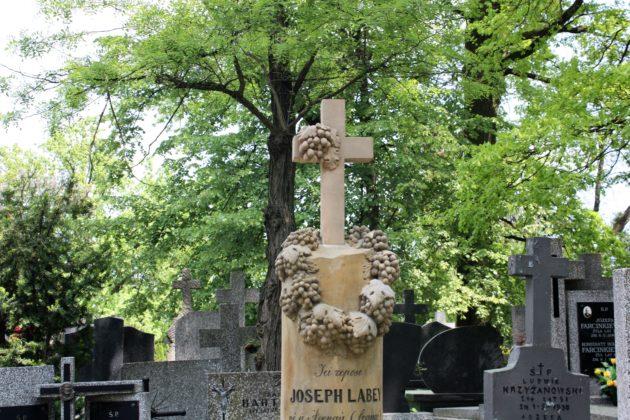 cmentarz na tarchominie